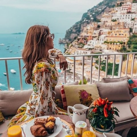 Would you like to have breakfast in Positano with your soulmate? Mention him/her below ❤️❤️☕️ * * ? @italyeatout #enjoythecoast #positano #positanoitaly #instapositano #amalficoast #best_amalficoast #costieraamalfitana #positanoamalficoast #igersitalia #italy_vacations #breakfast #italytrip #bestplacesmagazine #destinationearth #earthpix