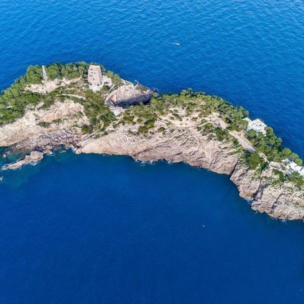 Fantastic little islands and where to find them ? ?? ? Li Galli ? Photo @antix_r90 * * #enjoythecoast #positano #positanoitaly #instapositano #amalficoast #best_amalficoast #costieraamalfitana #positanoamalficoast #igersitalia #italy_vacations #traveltheworld #italytrip #bestplacesmagazine #destinationearth #earthpix