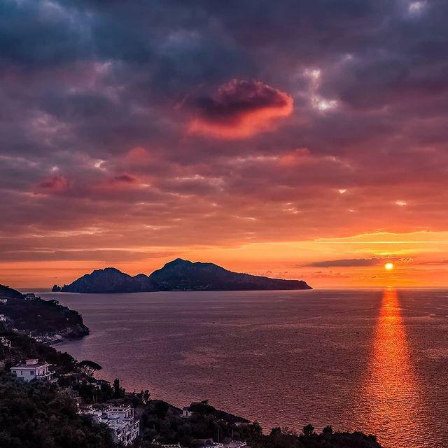 Next to the island of Capri happiness is a simple concept ?️ ? Photo @caprese_vero * *#enjoythecoast #capriisland #lightblue #best_capri #awesomeearth #islandcapri #bestplacesmagazine #italy_vacations #italiainfoto #capriitaly #ig_italy #italytrip #wonderful_places #italian_places #best_italiansites #capri #faraglioni #awesome_earthpix #bestplacestogo