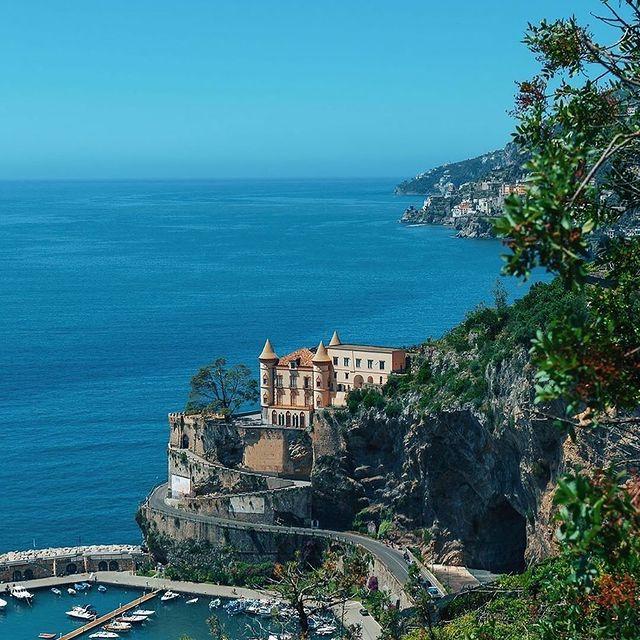 Maiori has been a popular tourist resort since Roman times, with the longest unbroken stretch of beach on the Amalfi coastline. ? ⛱️Why not to visit it? ?? @alberto_califano12 * *#enjoythecoast #amalfi #maiori #amalficoast #positanocoast #ig_amalficoast #costieraamalfitana #beautifudestinations #wonderful_places #bestitalianpics #awesome_earthpix #worldtraveler #italytravel #ig_italia #yallersitalia