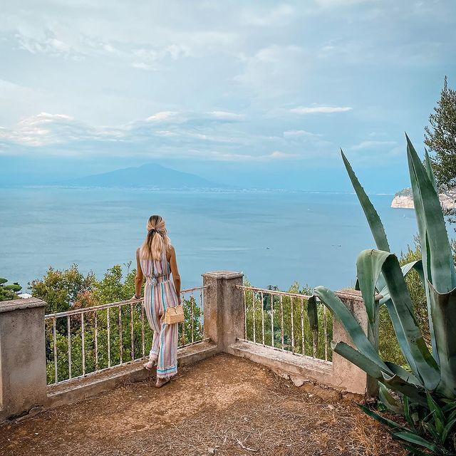 Off we go#italy #italia #weekendtrip #sorrento #sea #view #wanderlust #beautifultravel #swissglobetrotters #passionpassport #beautifuldestinations #aboutsorrento #enjoythecoast