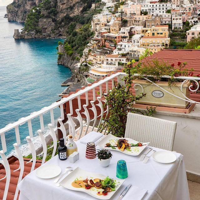 Having a window overlooking outside is always fantastic, but if your window overlooks the Amalfi coast you can call it magic ?? @ceramichecasola *#enjoythecoast #positano #positanoitaly #instapositano #amalficoast #best_amalficoast #costieraamalfitana #positanoamalficoast #igersitalia #italy_vacations #rose #italytrip #bestplacesmagazine #destinationearth