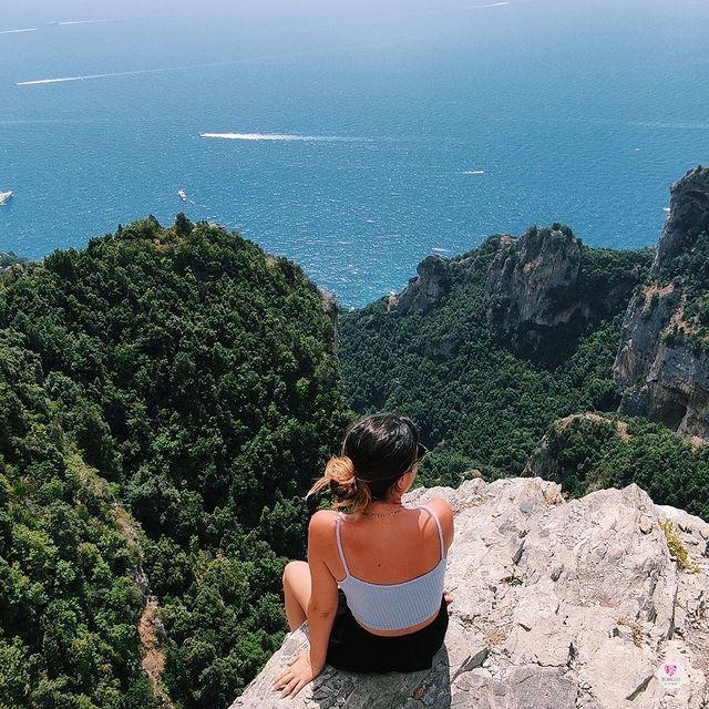 October has arrived and it has brought the desire to discover new paths ?? @borghi.advisor *#enjoythecoast #positano #positanoitaly #instapositano #amalficoast #best_amalficoast #costieraamalfitana #positanoamalficoast #igersitalia #positanogram #italy_vacations #beach #italytrip #bestplacesmagazine #destinationearth #earthpix #travelnomads #hiking #trekking